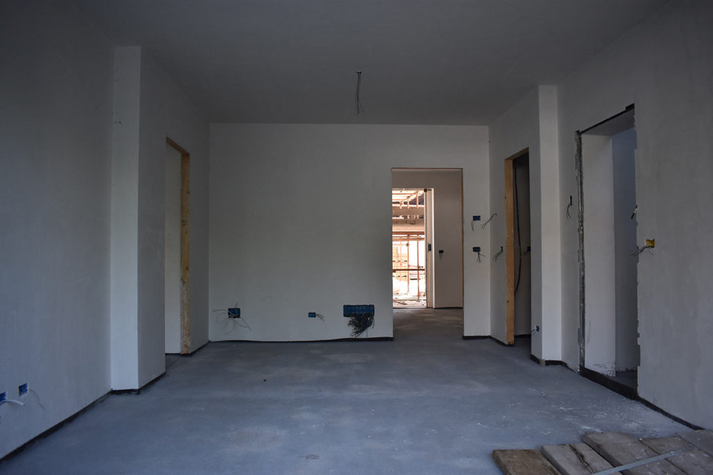 foto esterna salone alloggio piano terra;